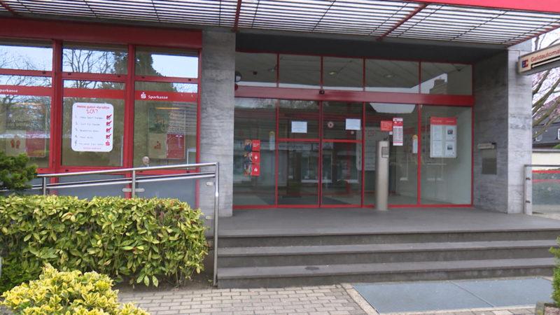 Fragen zum Banküberfall in Duisburg (Foto: SAT.1 NRW)