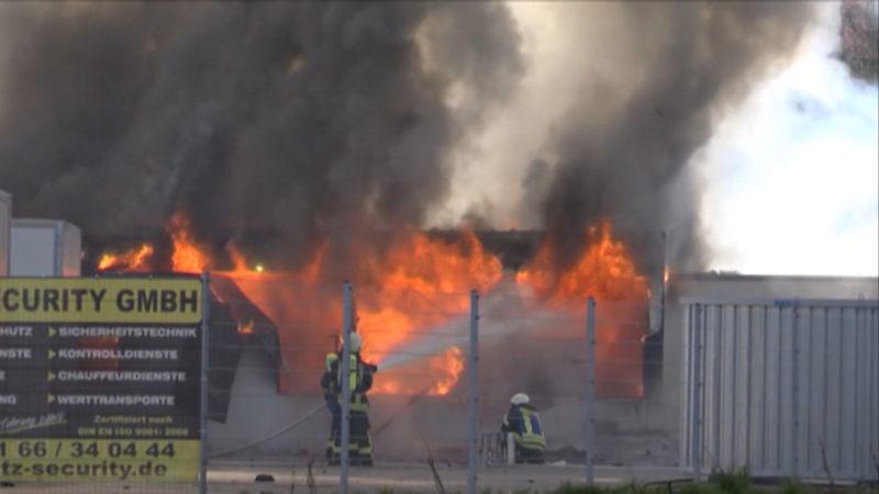 Flüchtlingsheim in Flammen (Foto: SAT.1 NRW)