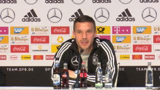 Podolski als Kapitän im Abschiedsspiel (Foto: SAT.1 NRW)
