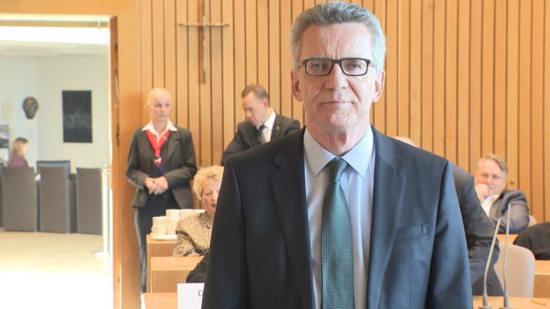 Bundesinnenminister sagt als Zeuge aus (Foto: SAT.1 NRW)