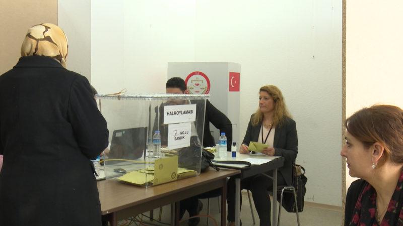 Türken stimmen über Referendum ab (Foto: SAT.1 NRW)