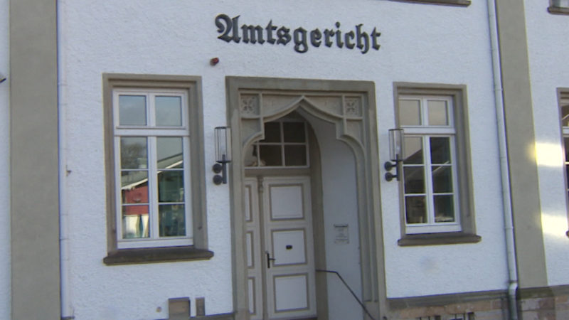 Jugendamtsmitarbeiterin vor Gericht (Foto: SAT.1 NRW)