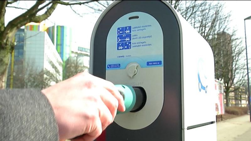 Immer mehr E-Auto Ladestationen in NRW (Foto: SAT.1 NRW)