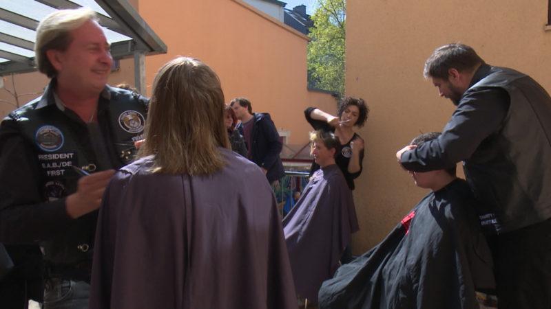 Haare schneiden für den guten Zweck (Foto: SAT.1 NRW)