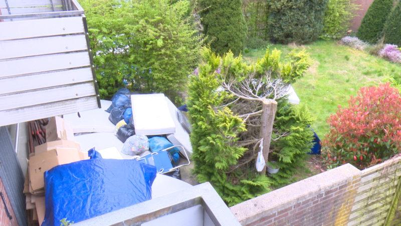 Müll-Deponie in Nachbars Garten (Foto: SAT.1 NRW)