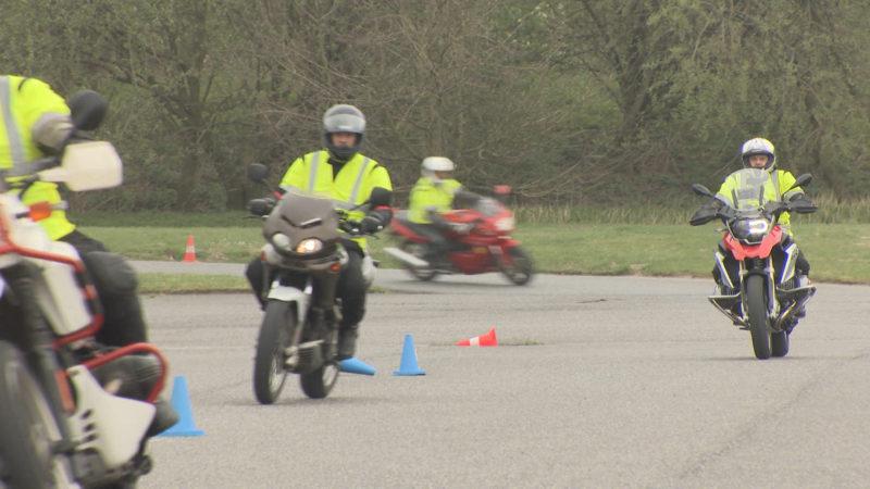Innenminister beim Motorrad-Sicherheitstraining (Foto: SAT.1 NRW)