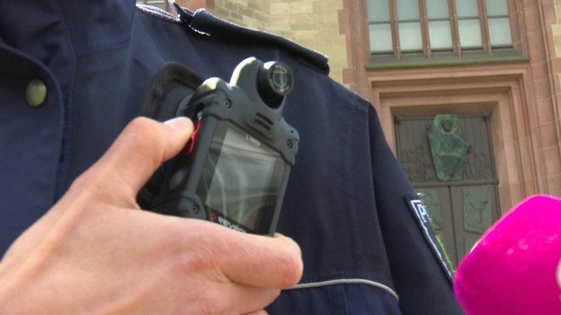 Ausrüstung für die Polizei (Foto: SAT.1 NRW)