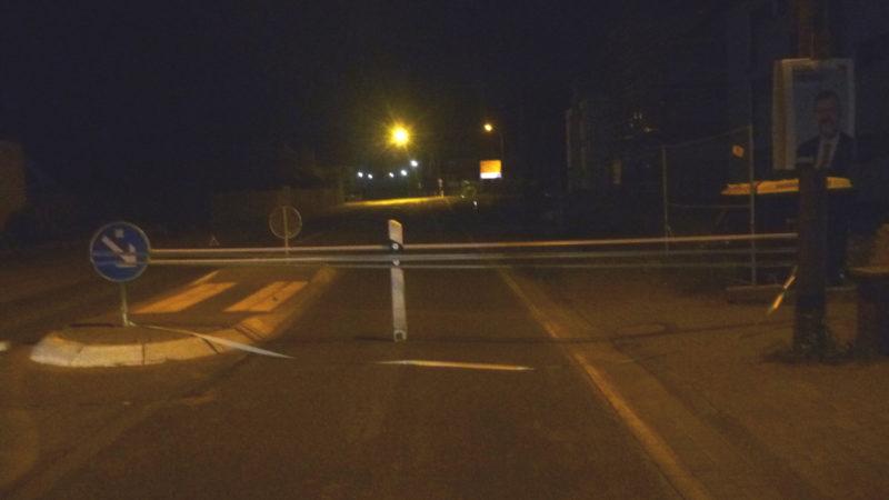 Lebensgefährliche Straßensperre mit Panzerband (Foto: SAT.1 NRW)