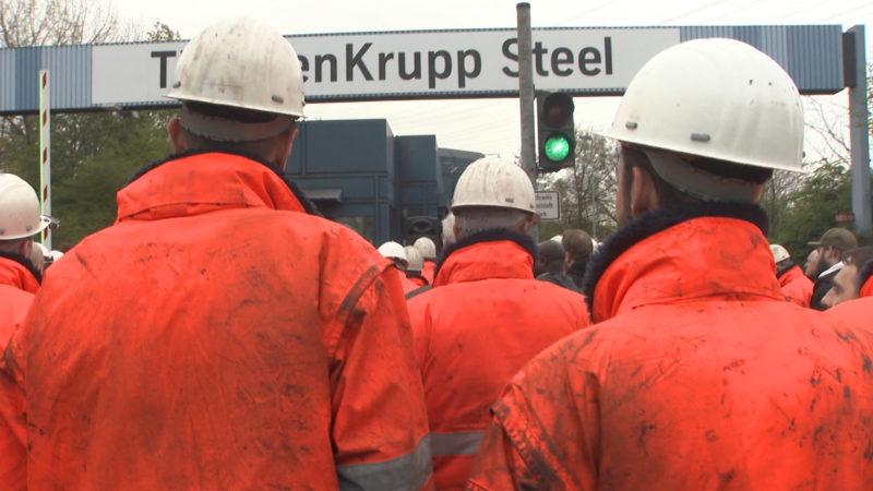 Thyssenkrupp Mitarbeiter protestieren in Duisburg (Foto: SAT.1 NRW)