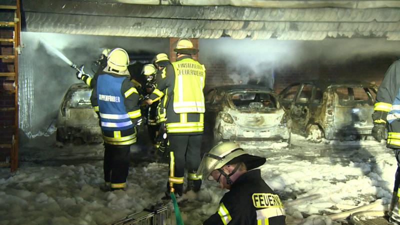 PKWs in Kleve ausgebrannt (Foto: SAT.1 NRW)