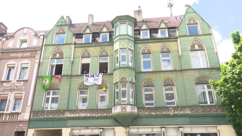Aktivisten besetzen leerstehendes Haus (Foto: SAT.1 NRW)
