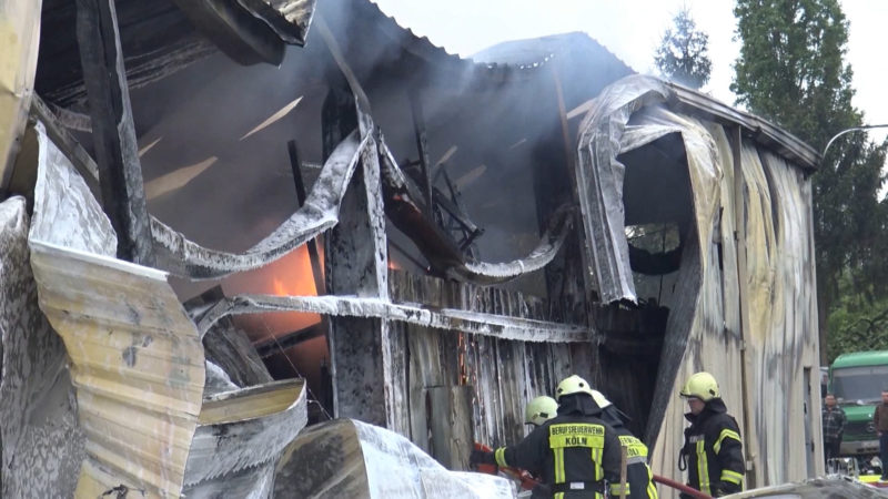 Großbrand in einer LKW-Werkstatt (Foto: SAT.1 NRW)