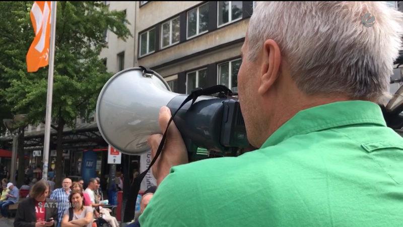 Outlet-Gegner reichen Unterschriften ein (Foto: SAT.1 NRW)