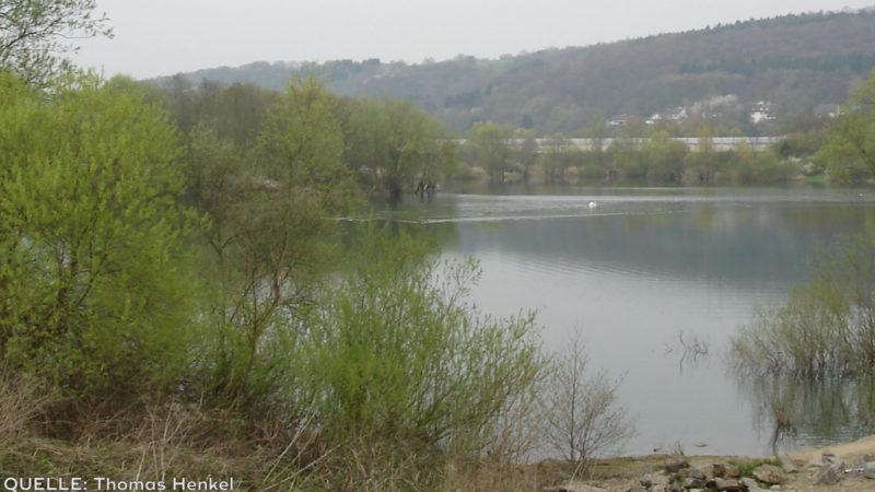 Fluchtfahrzeug aus See gefischt (Foto: SAT.1 NRW)
