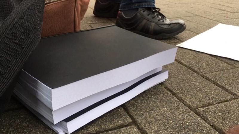 Unterschriften-Aktion der Braunkohlegegner (Foto: SAT.1 NRW)