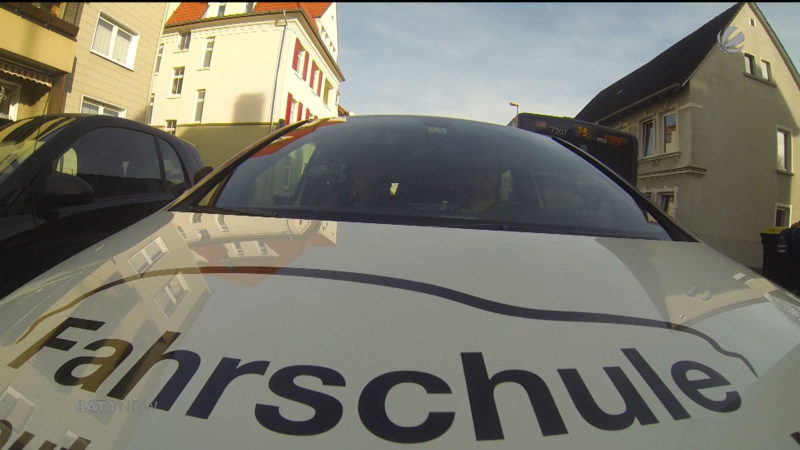 Führerscheinprüfung: Lange Wartezeiten (Foto: SAT.1 NRW)