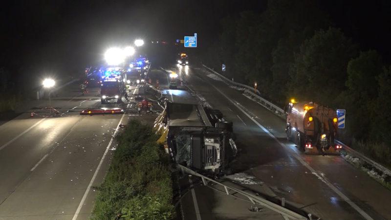 Gefahrgut-Transporter verunglückt (Foto: Telenews Network)