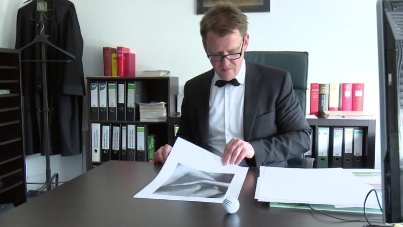 Anwalt darf nicht mit Nackt-Kalender werben (Foto: SAT.1 NRW)