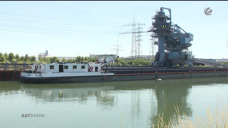 Erstes Kohleschiff bei Kraftwerk Datteln IV (Foto: SAT.1 NRW)