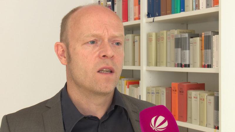Anwalt geht gegen Gratis-Sexseiten vor (Foto: SAT.1 NRW)