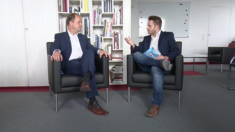 Interview mit dem stellvertretenden Ministerpräsidenten (Foto: SAT.1 NRW)