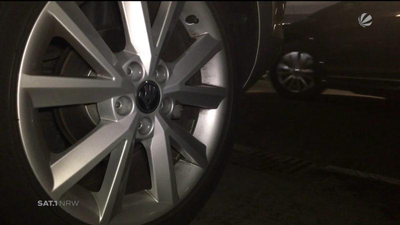 Unbekannte lösen Radmuttern von Autos (Foto: SAT.1 NRW)