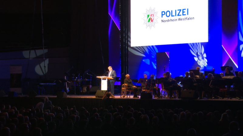Vereidigung von rund 2000 neuen Polizisten (Foto: SAT.1 NRW)
