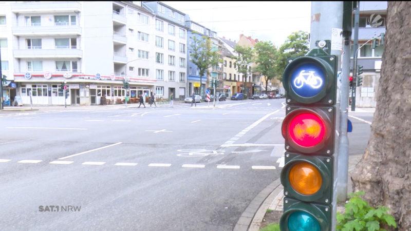 Blaue Fahrradampel sorgt für Verwirrung (Foto: SAT.1 NRW)