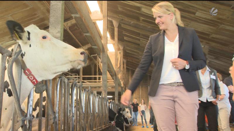 Landwirtschaftsministerin besucht Vorzeige-Milchhof (Foto: SAT.1 NRW)