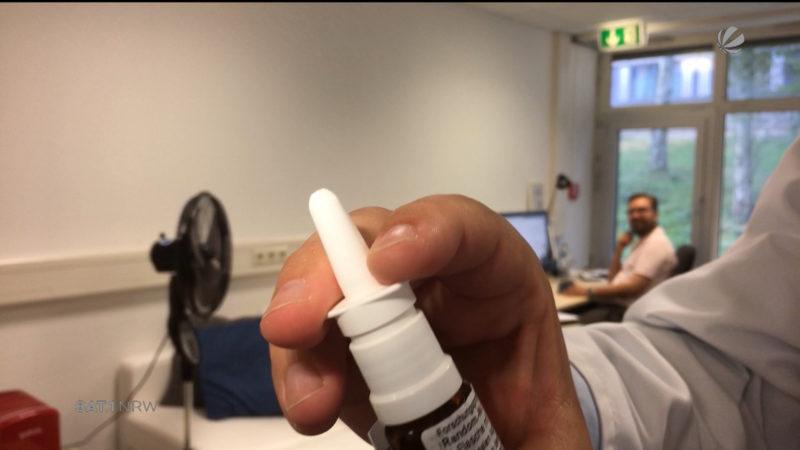 Nasenspray gegen Fremdenhass (Foto: SAT.1 NRW)