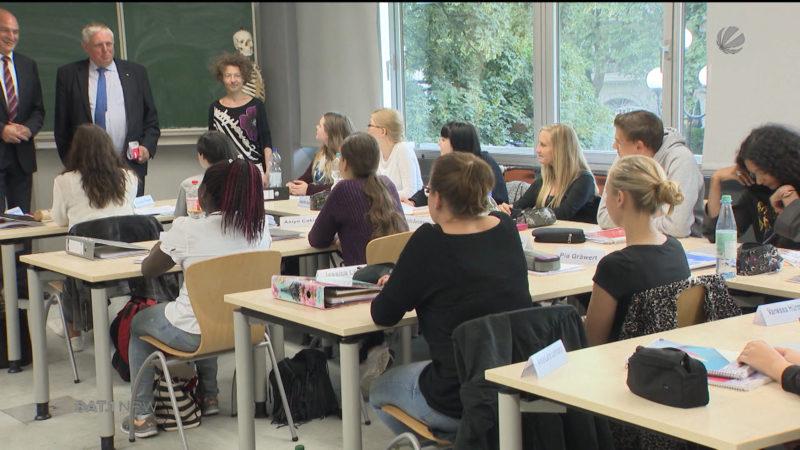 Gesundheitsminister besucht Pflegeprogramm in Dortmund (Foto: SAT.1 NRW)