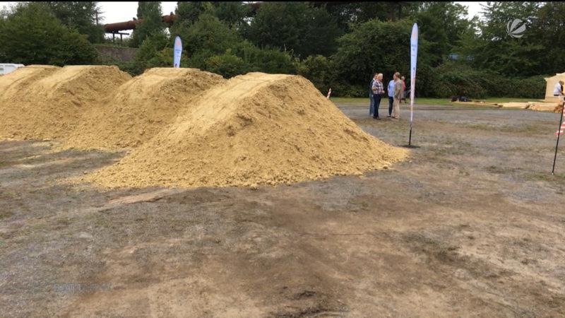 Versuch eines Weltrekord: Höchste Sandburg der Welt (Foto: SAT.1 NRW)