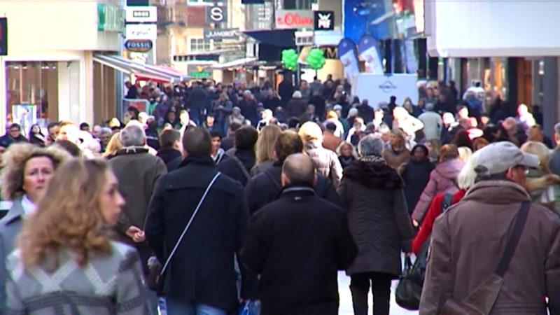 Umfrage: Brauchen wir doppelt so viele offene Sonntage in NRW? (Foto: SAT.1 NRW)