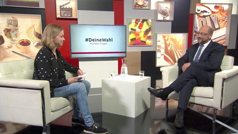 YouTuberin interviewt Martin Schulz (Foto: SAT.1 NRW)