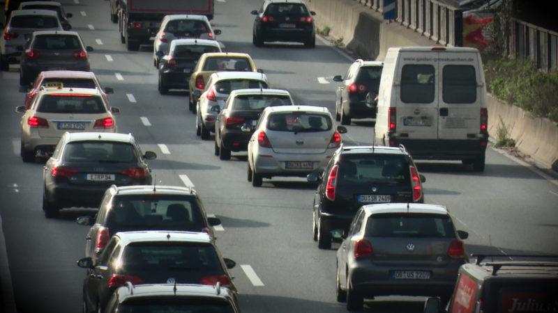 """Roadzipper"" regelt Reißverschlusverfahren (Foto: SAT.1 NRW)"