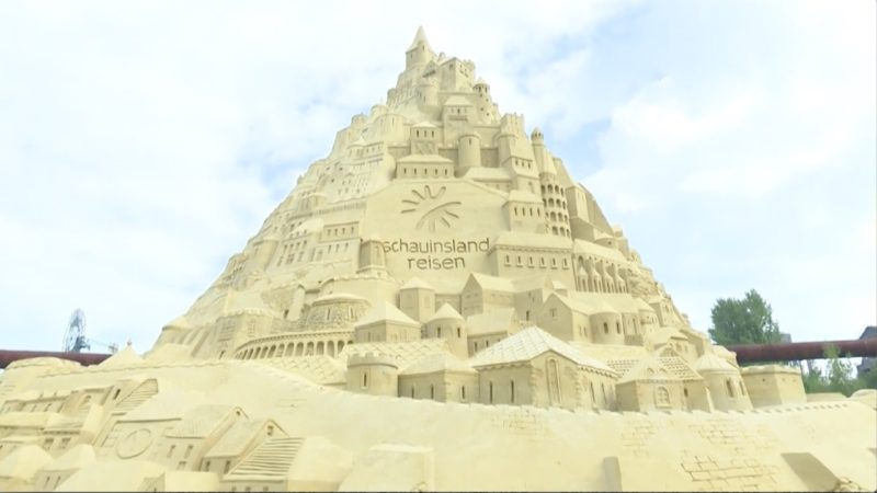Die größte Sandburg der Welt steht mit 16,68 Metern in Duisburg. (Foto: SAT.1 NRW)