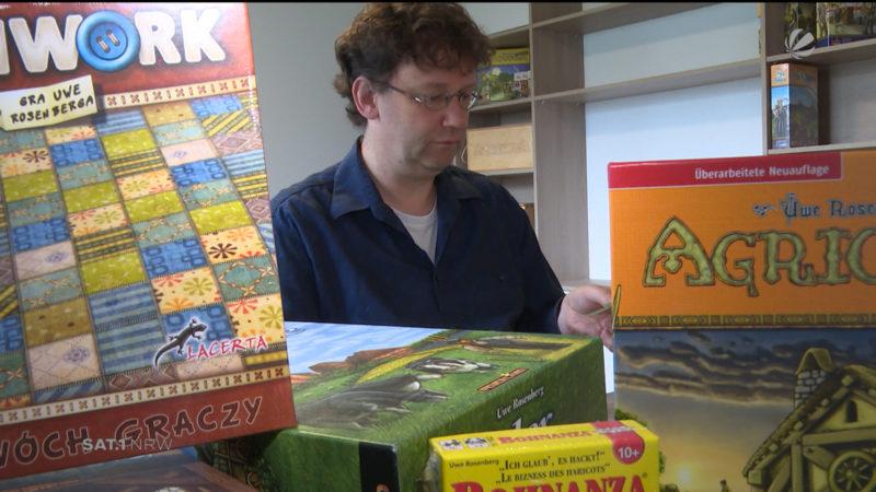 Spieleentwickler stellt neues Spiel vor (Foto: SAT.1 NRW)