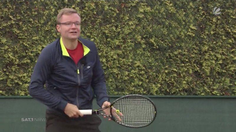 Zwei Männer aus Herford haben es geschafft: Die beiden Tennis-Spieler haben mehr als 79 Stunden Tennis gespielt und damit den bisherigen Weltrekord von 64 Stunden gebrochen. (Foto: SAT.1 NRW)