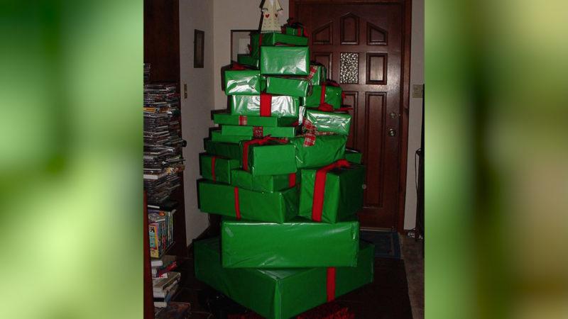 Mal was anderes: Geschenke und Baum in Einem! (Foto: SAT.1 NRW)