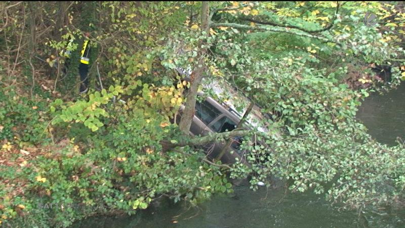 Essen: Auto in die Ruhr gestürzt (Foto: SAT.1 NRW)