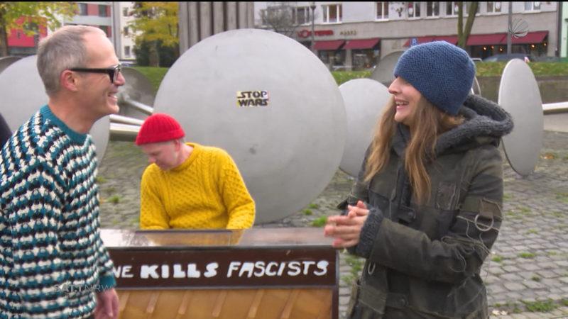 Judith Holofernes singt auf dem Ebertplatz (Foto: SAT.1 NRW)