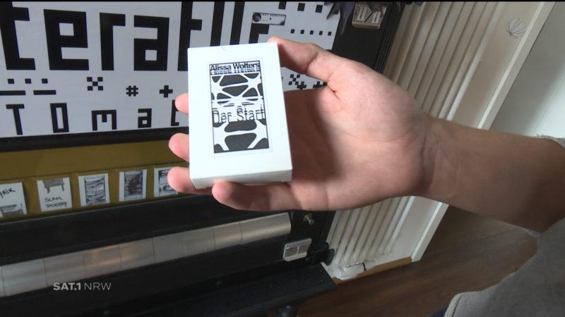 Literatur aus dem Automaten (Foto: SAT.1 NRW)
