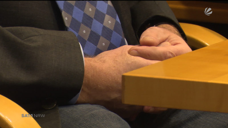 Politiker gibt zu seine Mutter körperlich verletzt zu haben (Foto: SAT.1 NRW)