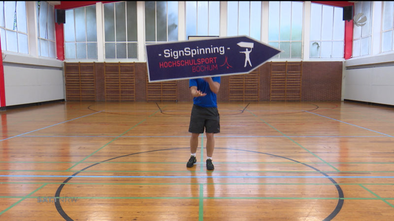 Sign Spinning (Foto: SAT.1 NRW)