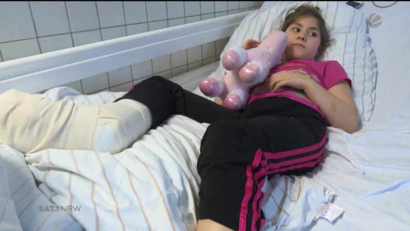 Kind angefahren und einfach liegengelassen (Foto: SAT.1 NRW)