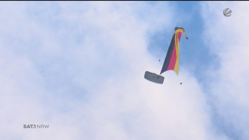 Weltrekord für Militär-Fallschirmspringer (Foto: SAT.1 NRW)