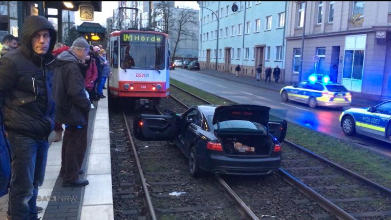 Dortmund: Audi landet im Gleisbett (Foto: SAT.1 NRW)