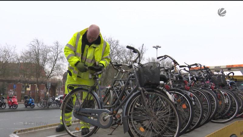 Stadt Münster schleppt Fahrräder ab (Foto: SAT.1 NRW)