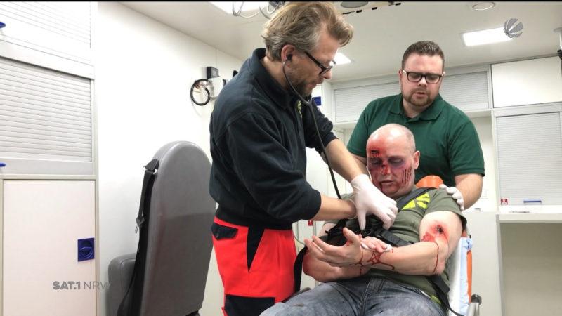 Gewalt gegen Notfallsanitäter (Foto: SAT.1 NRW)