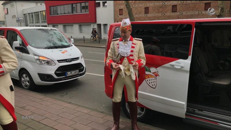 Kölner Prinzengardenbus in Düsseldorf abgeschleppt (Foto: SAT.1 NRW)